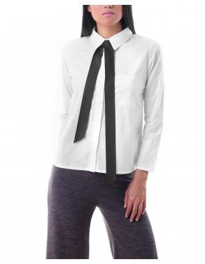 Camisa blanca con lazo negro