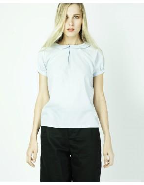 Blusa con detalle de pliegue en el pecho