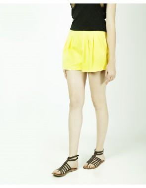 Falda short con pliegues
